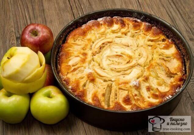 «Шарлотка» пышная с яблоками в духовке