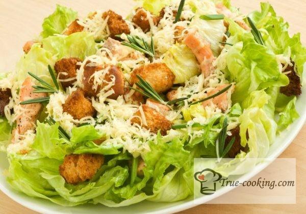 Салат цезарь с курицей и сухариками. Классический рецепт с фото