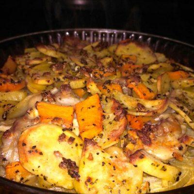 блюдо готово - тыква с картошкой в духовке