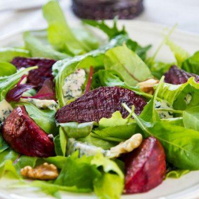 Салат со шпинатом и свеклой - простой, диетический рецепт