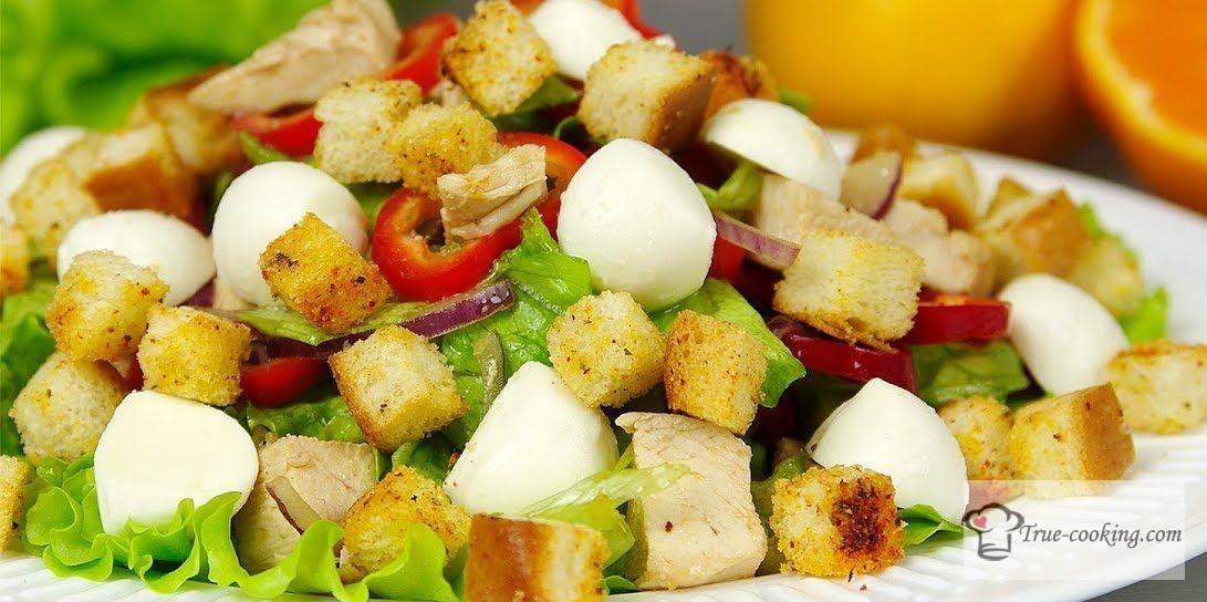 Салат с курицей и сухариками + мандариновая заправка