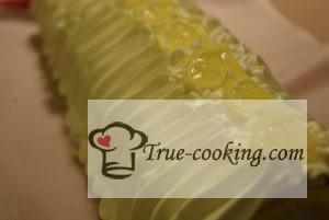 Бисквитный рулет с лимоном и сливками