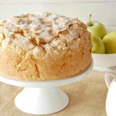 Пирог с яблоками и кремом